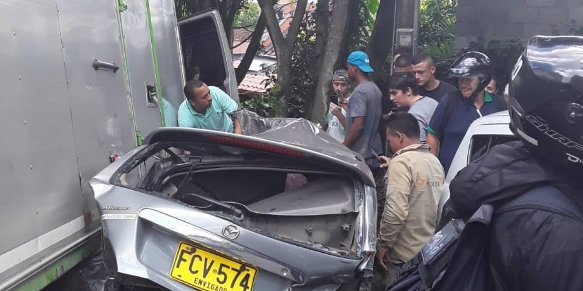 ¡Atención! Grave accidente en El Poblado dejó una persona fallecida y varios niños afectados