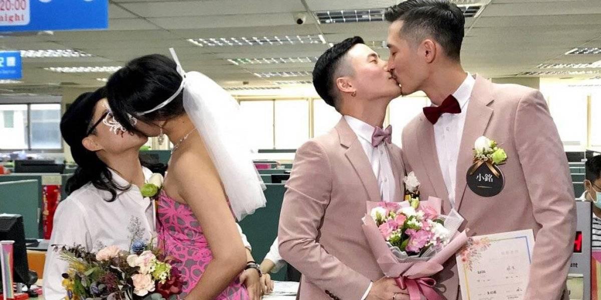 Taiwán registra primeros matrimonios entre parejas gays