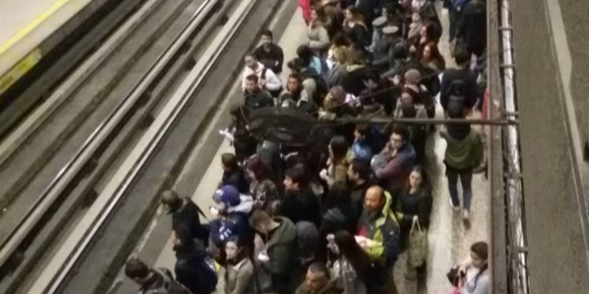 Superada congestión en Metro de Santiago por persona en las vías en estación Baquedano