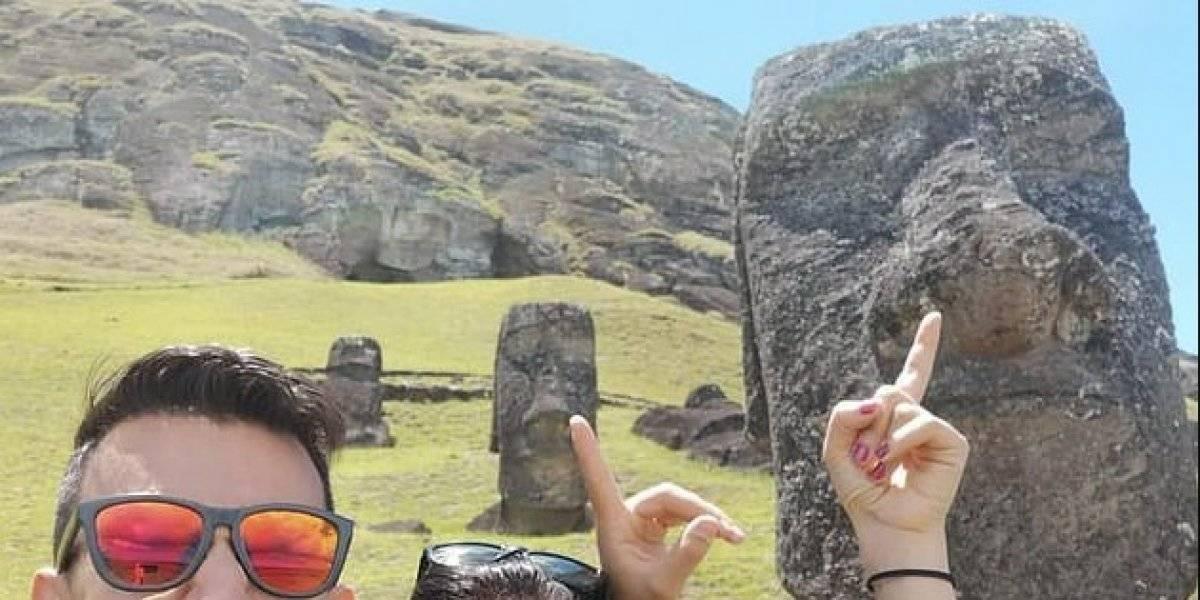 """Dejen de meterle los dedos en la nariz a los Moai: la cruzada de arquéologa contra turistas """"insensibles"""" y las selfies en Isla de Pascua"""