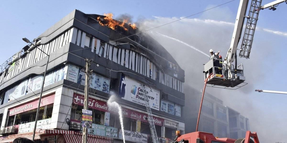 Mueren quemados 19 estudiantes en incendio de escuela en India