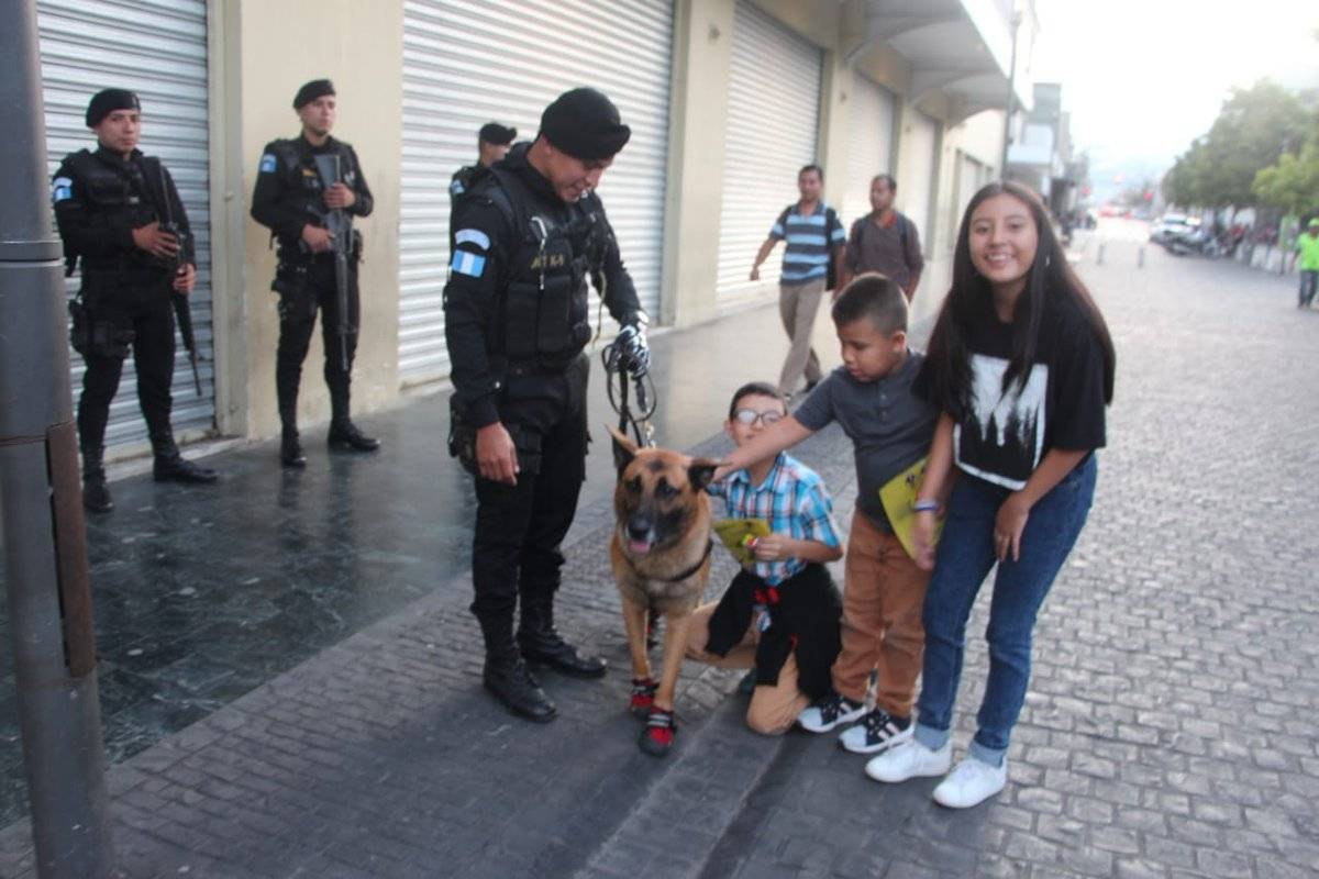 K9 Roni perro policía PNC
