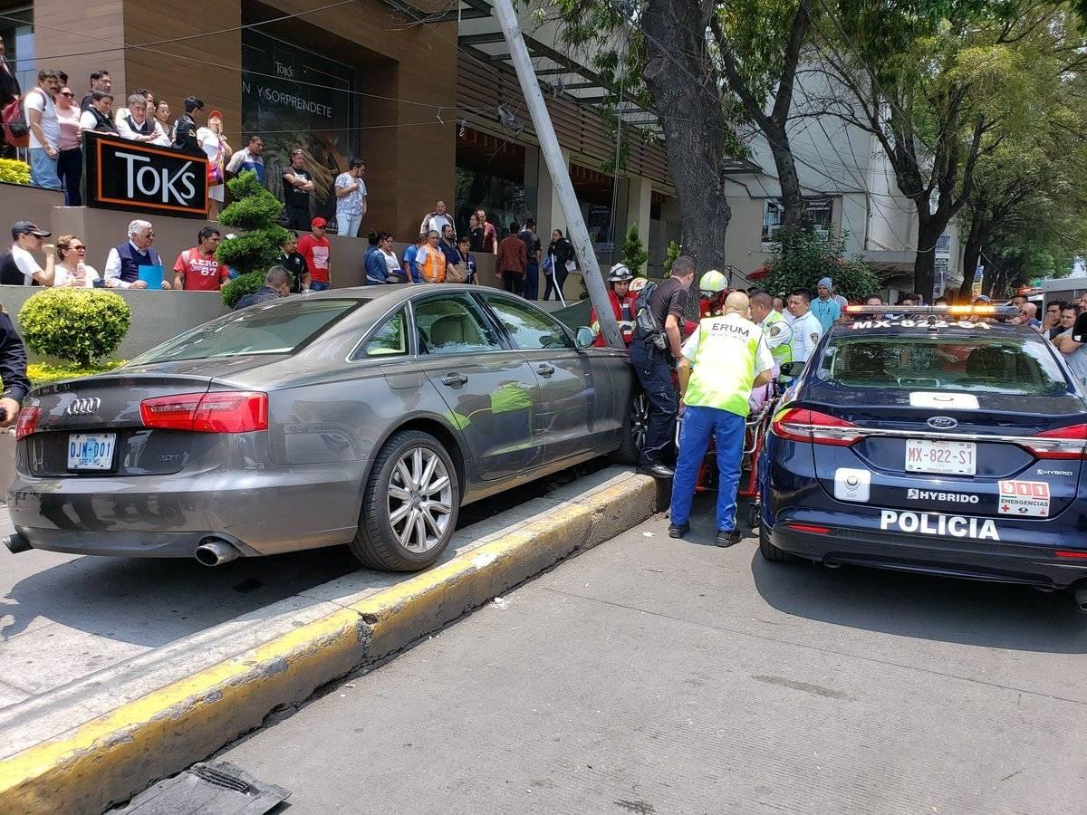 Vehículo en el cual se conducía el embajador de Guatemala en México, Nelson Olivero.