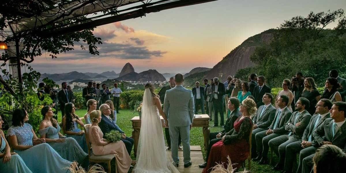 Casamento de Eduardo Bolsonaro acontece sob forte esquema de segurança e protestos no Rio