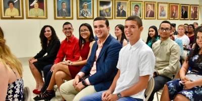 Educación reconoce a 35 jóvenes