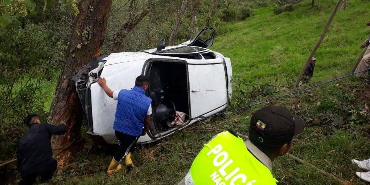 Azuay: Vehículo cayó 150 metros por una pendiente