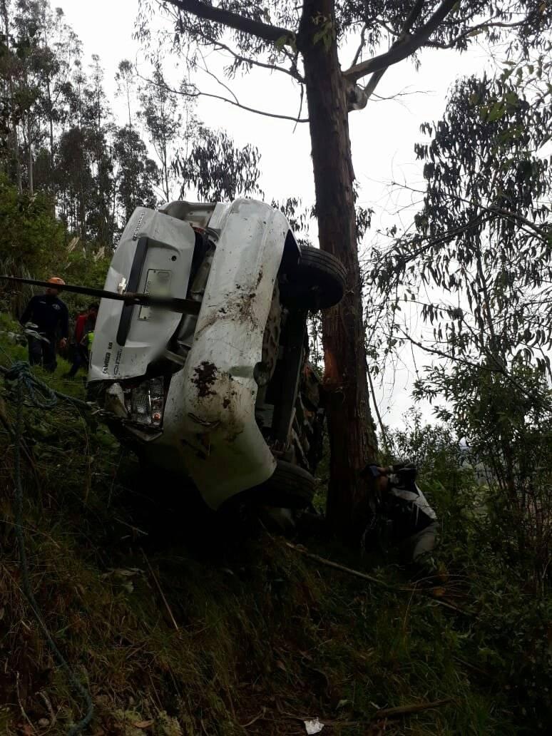 Vehículo cayó 150 metros por una pendiente
