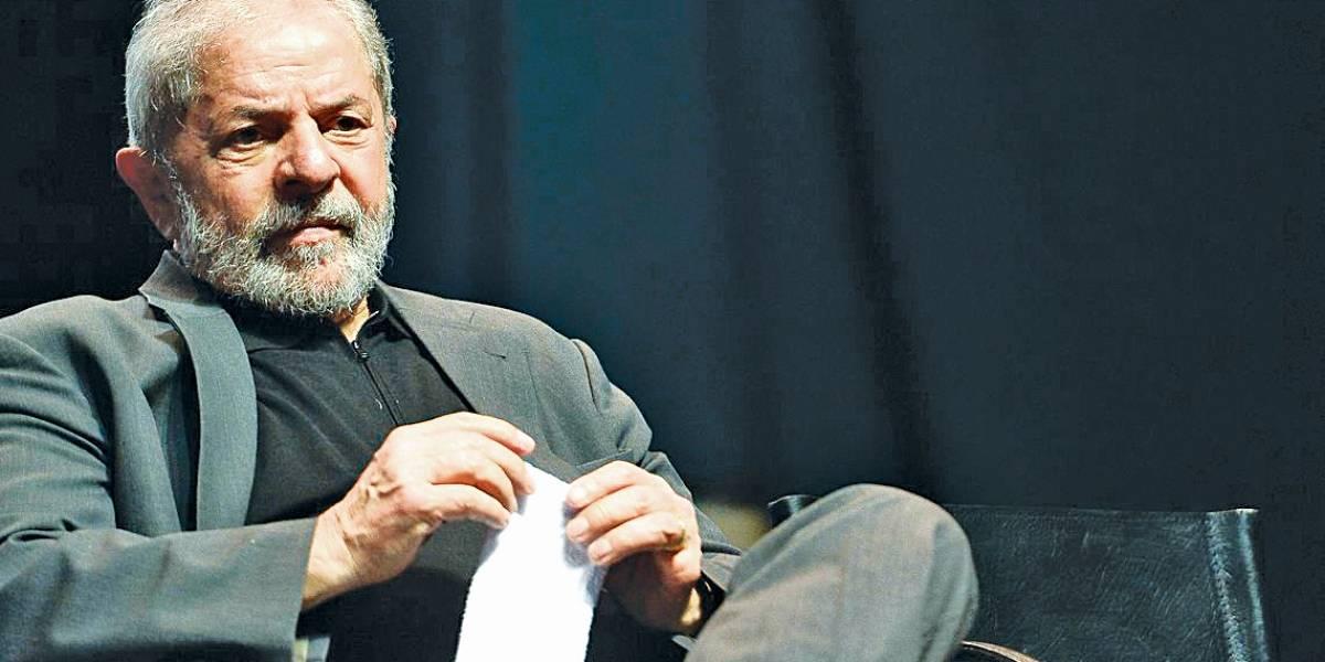 Lula fica preso em Curitiba, decide STF