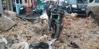 Pared de inmueble colapsa en Mazatenango tras fuertes lluvias.