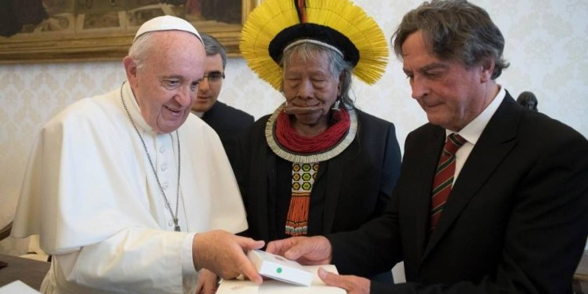 Papa Francisco recebe líder indígena Raoni Metukire, em viagem pela preservação da Amazônia