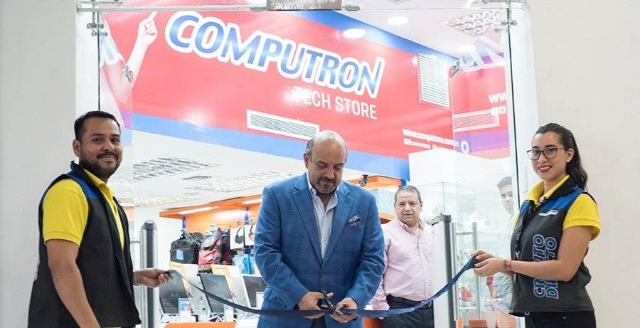 El Ing. José Luis Furoiani Z., presidente del directorio Computrón, realizó el corte de cinta como símbolo de la apertura de la tienda de Policentro.