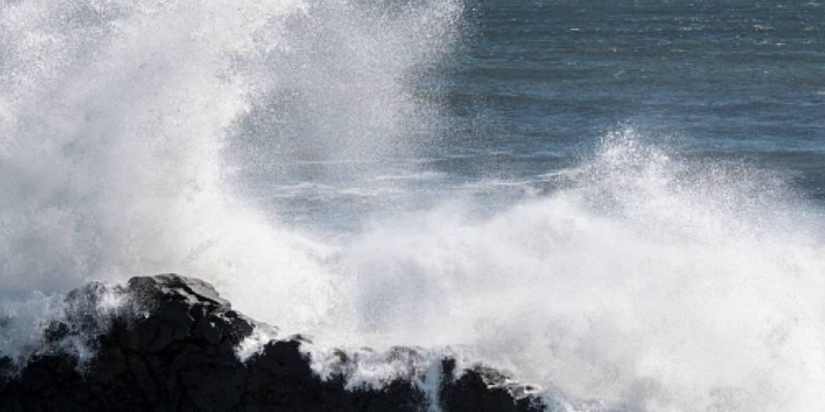 Padre salva a tres de sus hijos que se ahogaban en el mar, pero él murió