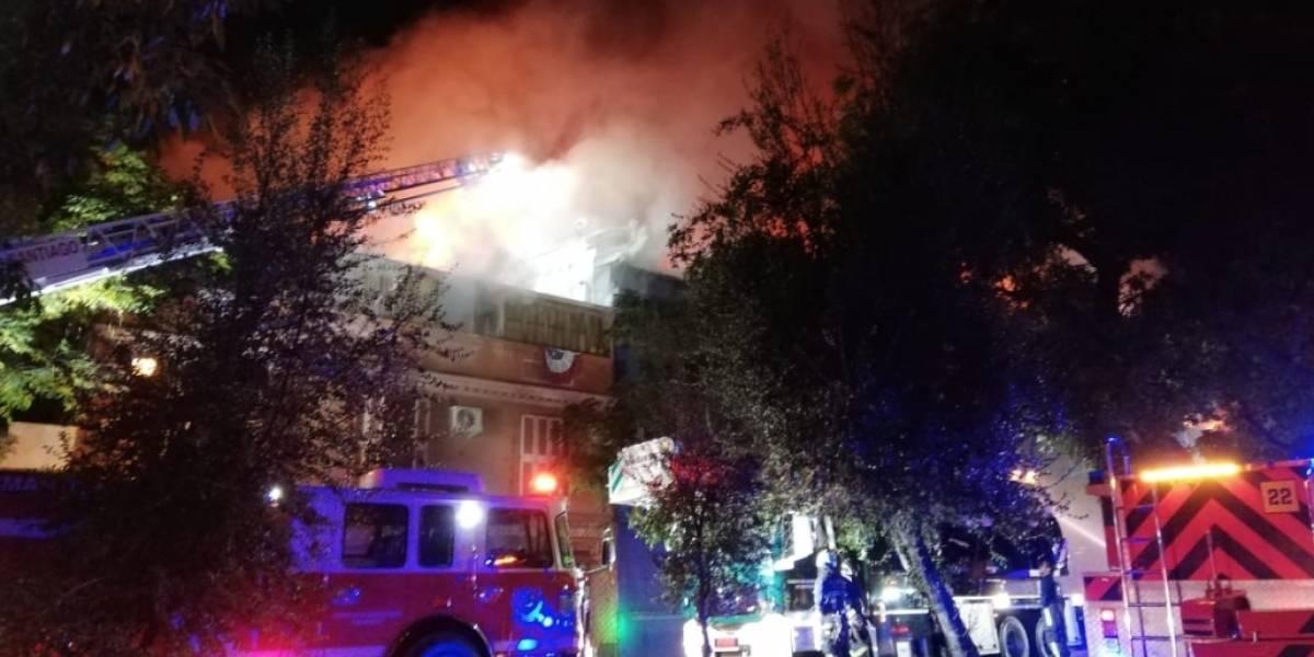 Incendio destruye conocido restorán Ocean Pacific's de Avenida Cumming en Santiago