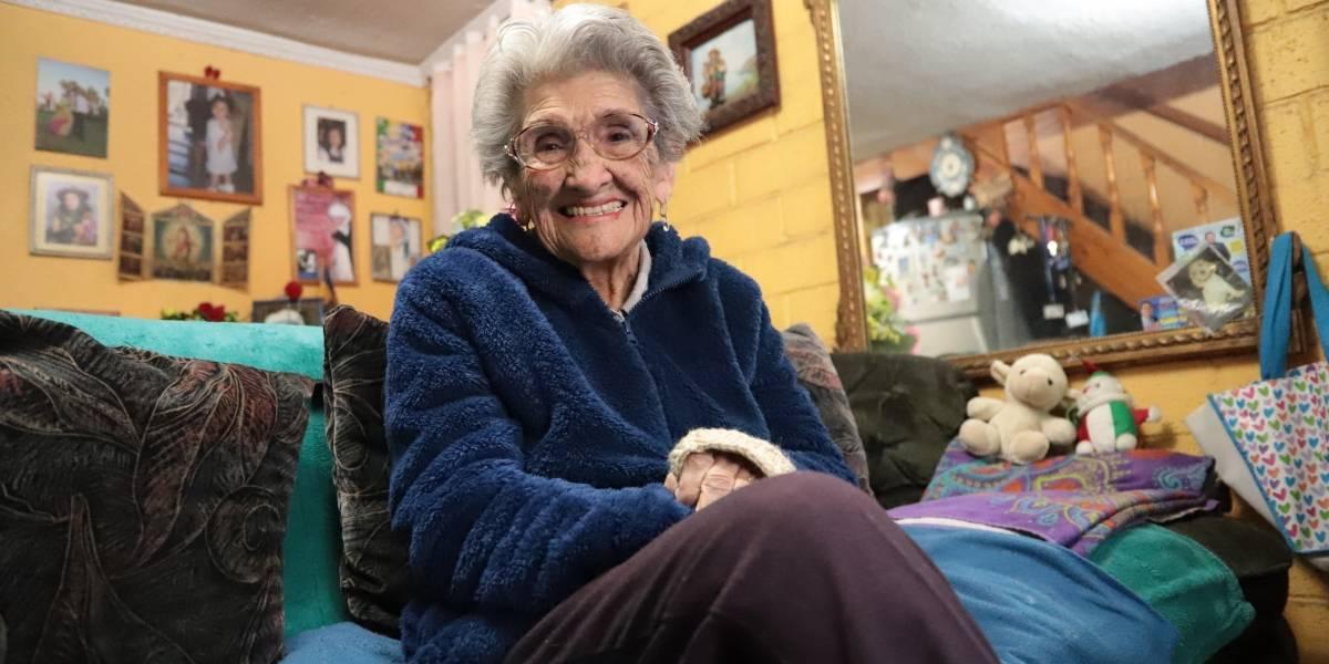 Doña Tula celebra este martes 100 años: la historia de la vecina más famosa y risueña que será festejada con honores en Quilicura