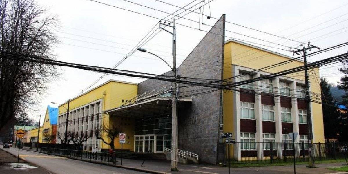 Secundarios se movilizan por eliminación de Historia y Educación Física: Liceo Pablo Neruda de Temuco inicia paro indefinido por malla curricular