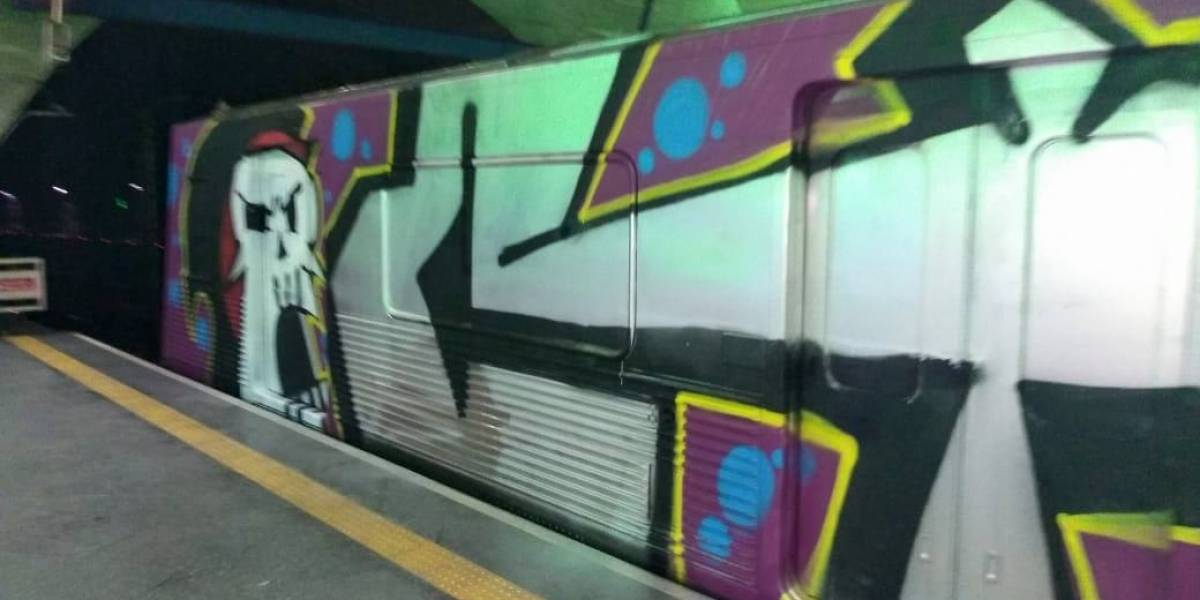 Pichadores e grafiteiros invadem estação do Metrô e vandalizam trem; quatro são presos