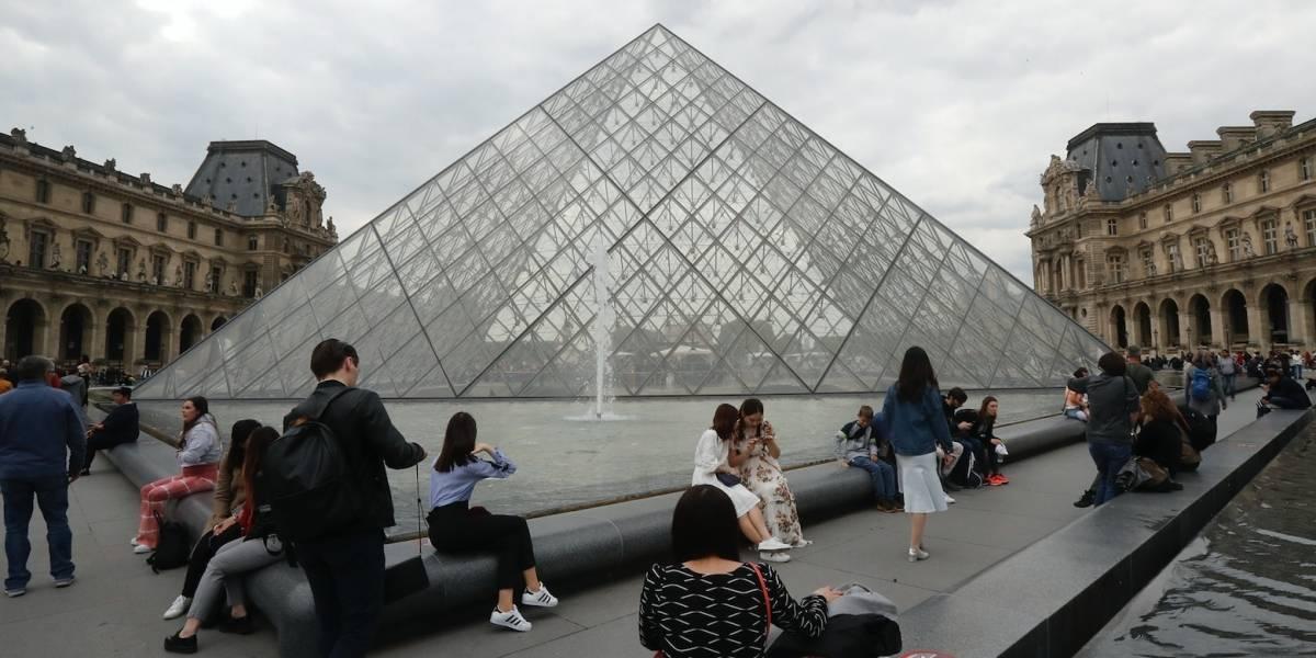 Cierran Museo de Louvre en París por coronavirus
