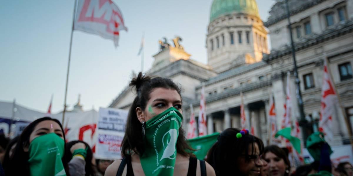 Los pañuelos verdes vuelven a agitarse en Argentina: con masiva marcha presentan nuevo proyecto para legalizar el aborto