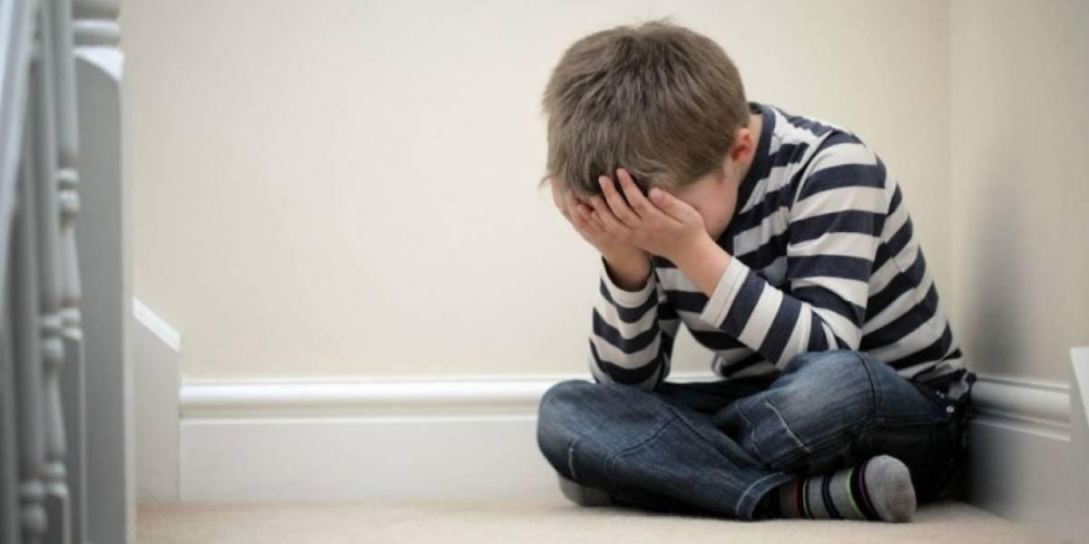 """¿Qué se les pasó por la cabeza?: le dan a un niño con autismo el premio al """"más molesto"""" en el colegio"""