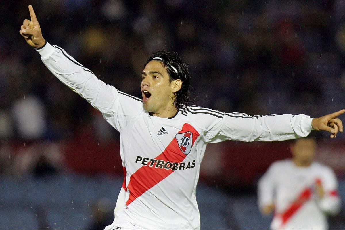 Falcao coqueteó con River Plate en redes y muchos le ruegan que ...