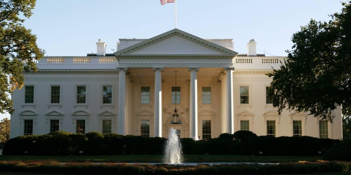 En la Casa Blanca, hombre se prende fuego