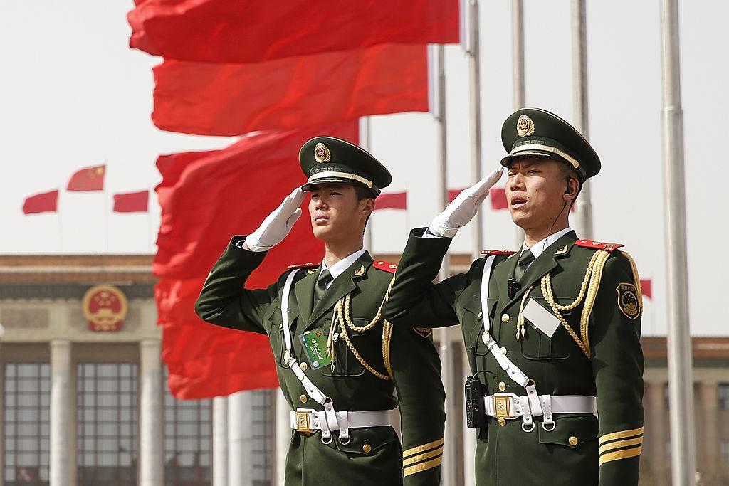 Ejército chino dejará de usar Windows por temor a ser espiados por Estados Unidos