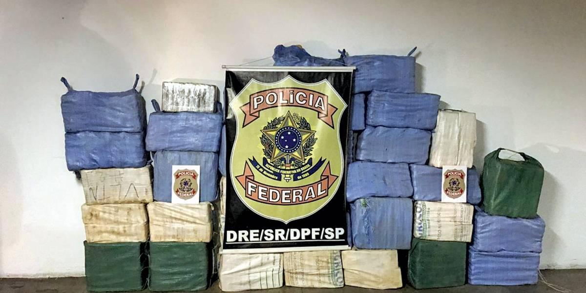 PF apreende 970 kg de cocaína em carro e enterrada em sítio