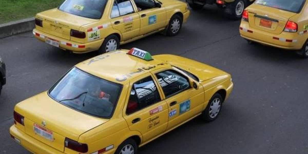 Taxistas prevén marchar el 9 de septiembre hasta el Municipio de Quito contra el 'Hoy No Circula'