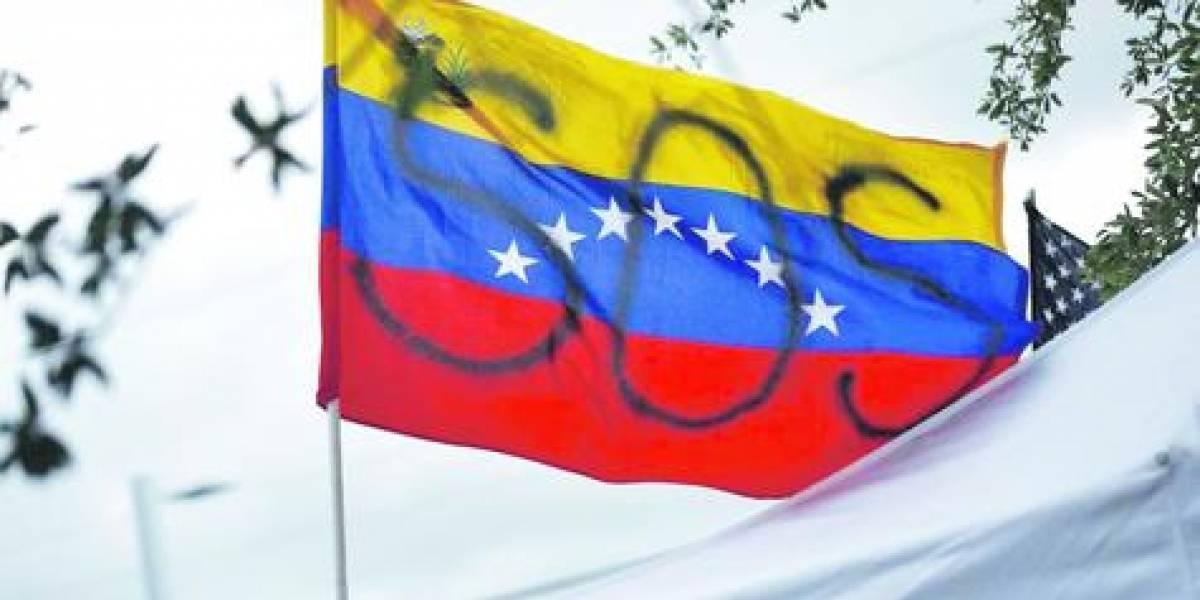 Venezuela reconoce crisis tras casi cuatro años