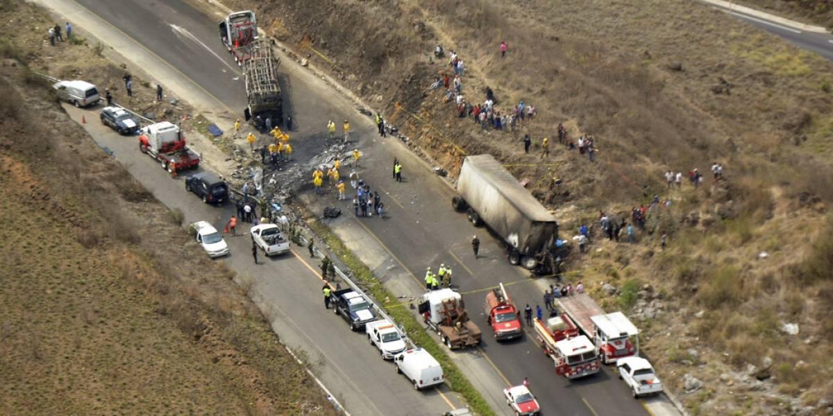 Tragedia en México: choque entre bus y camión deja saldo de más de 20 muertos y 30 heridos