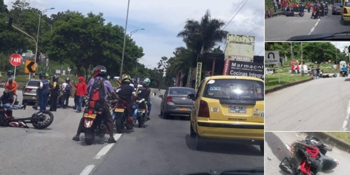 FOTOS: moto quedó despedazada tras estrellarse de frente contra un carro