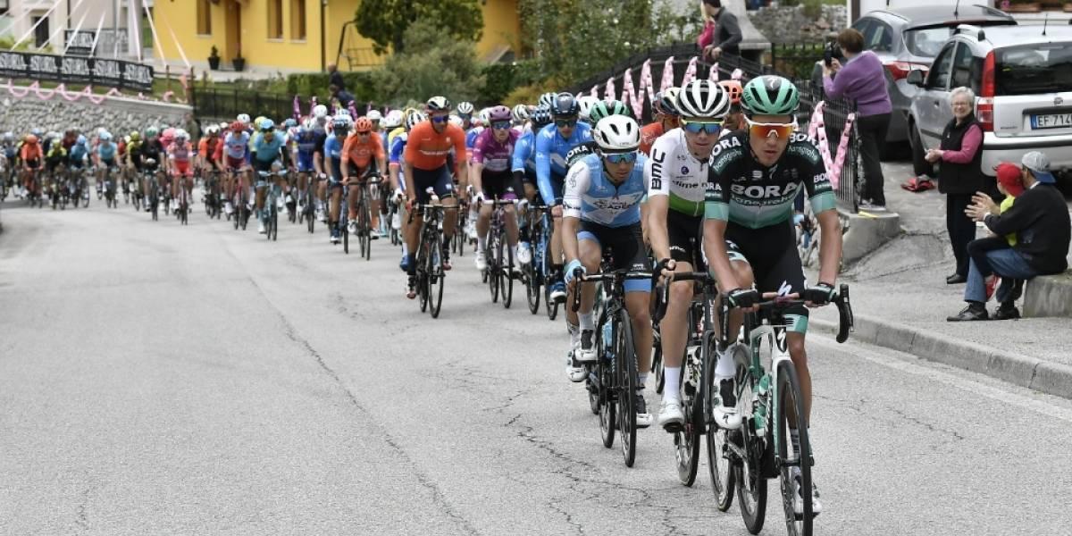 Colombiano Esteban Chaves vuelve a sonreír en el Giro de Italia