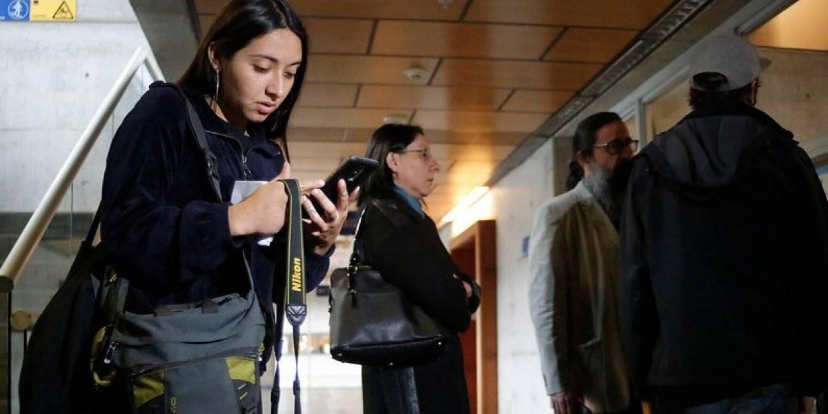Gobierno afirma que carabinera que golpeó a fotógrafa no fue dada de baja