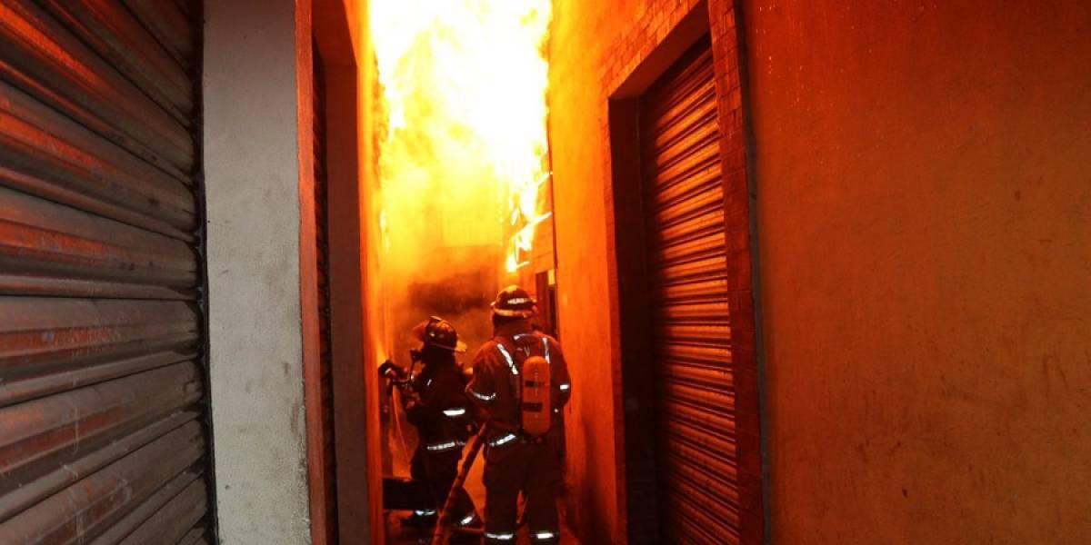 VIDEO. Incendio en el interior de La Terminal consume varios locales