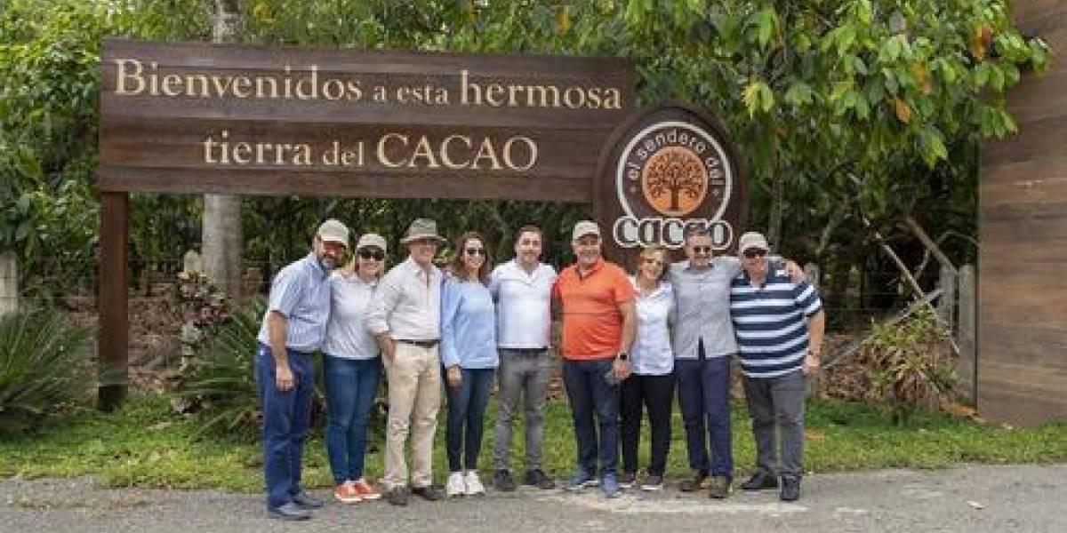 #TeVimosEn: Chef Jordi Roca visita productores de cacao financiados por Banco Adopem