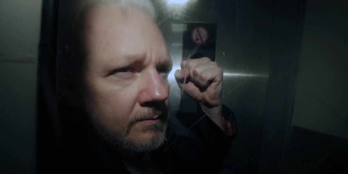 """¿Assange en problemas? Aseguran que fundador de WikiLeaks exhibe síntomas de """"tortura psicológica"""""""