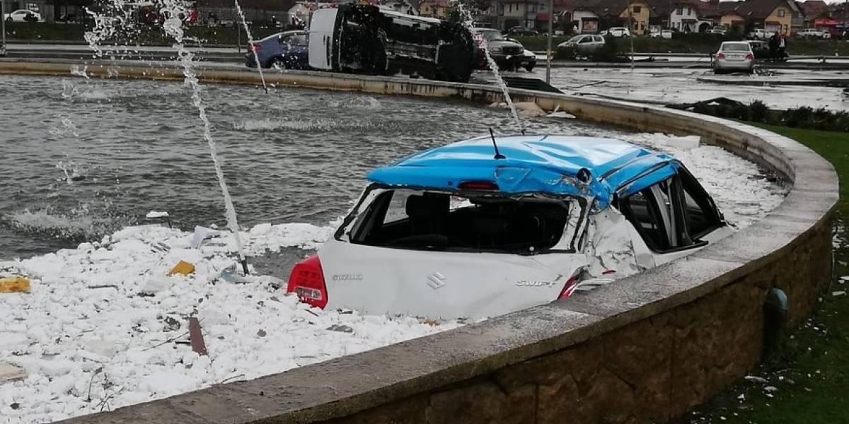 Impactante registro: automóvil termina en medio de una pileta tras ser arrastrado por tromba marina en Concepción y Talcahuano