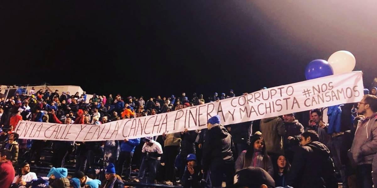 Trastienda de la amarga victoria de la UC en Sudamericana: De las protestas en contra de Piñera al show de Pinos