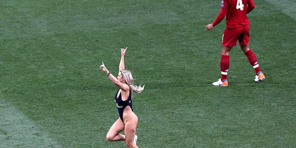 ¿Qué pasó con la mujer que invadió la cancha en la final de la Champions League?