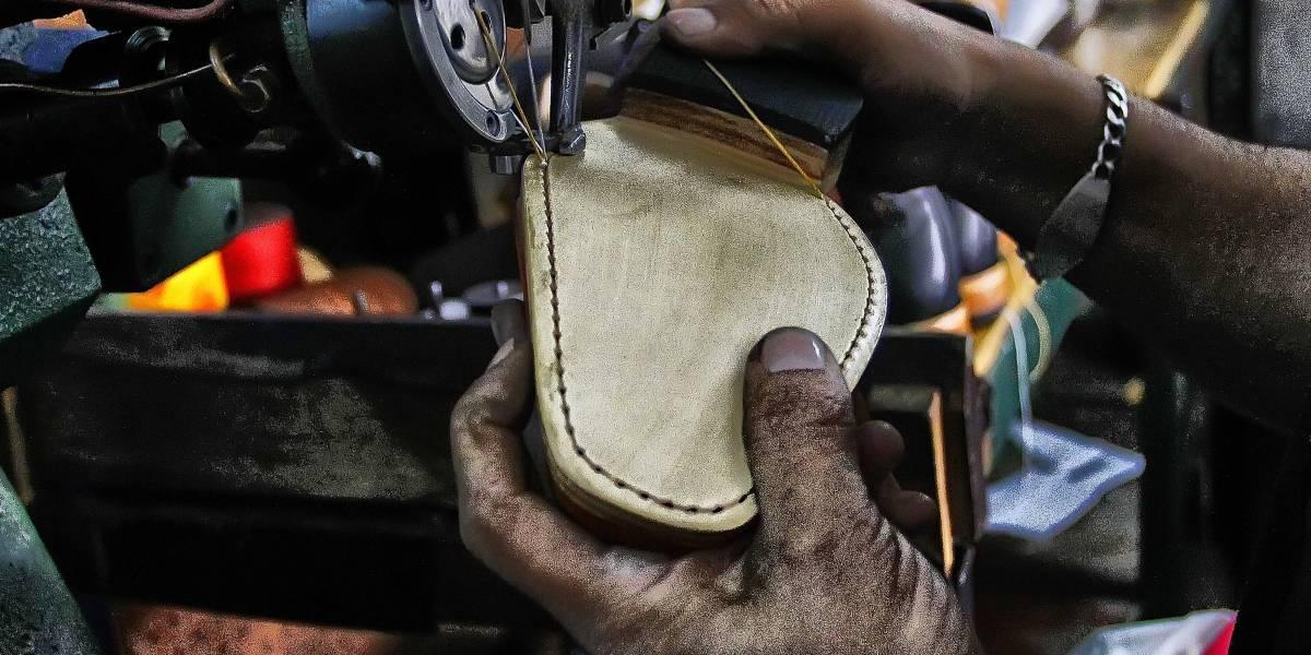 Nuevo golpe a la industria nacional del calzado: ahora cierra Hush Puppies