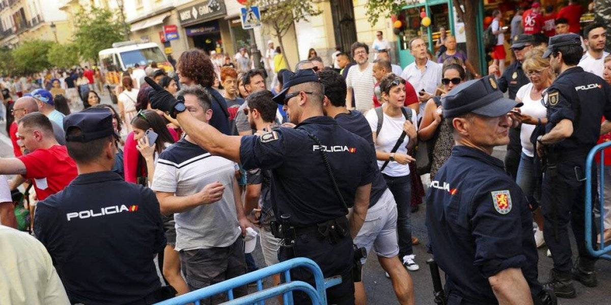 Detenido un sujeto por intentar entrar con droga al Wanda y golpear a la policía