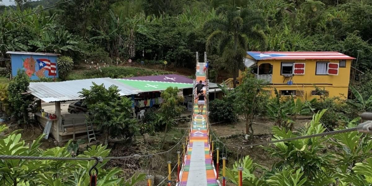 Un puente muy colorido en Adjuntas