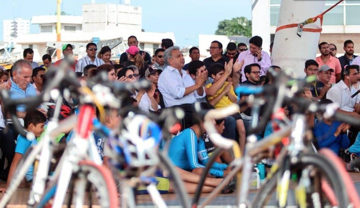 Presidente Lenín Moreno viendo el Giro de Italia