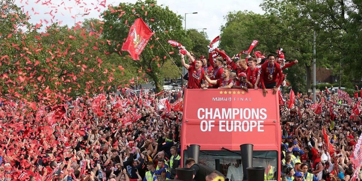 VIDEO: Liverpool festeja con su afición el título de la Champions