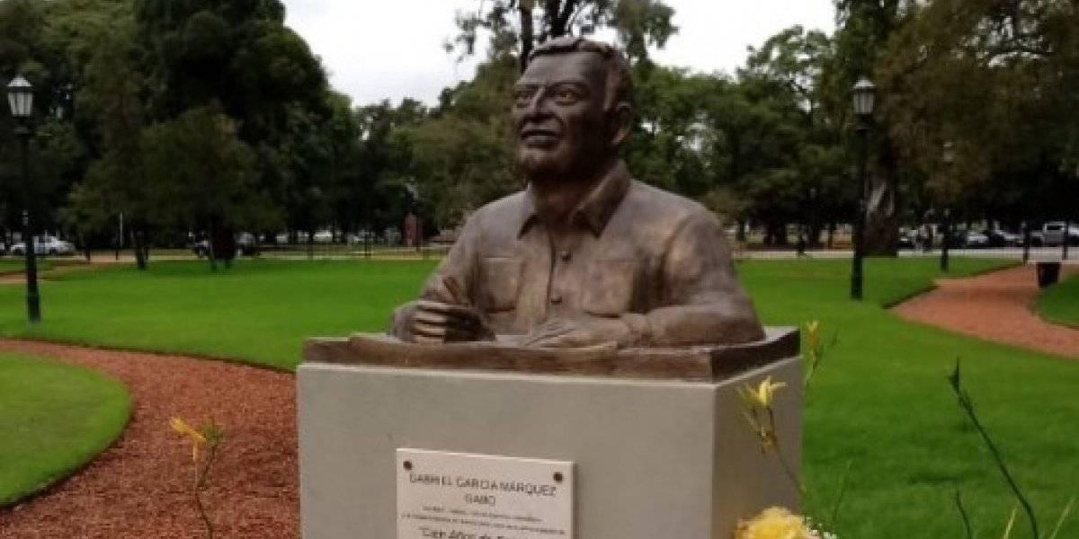 Busto de García Márquez quedó igualito a... Armando Manzanero