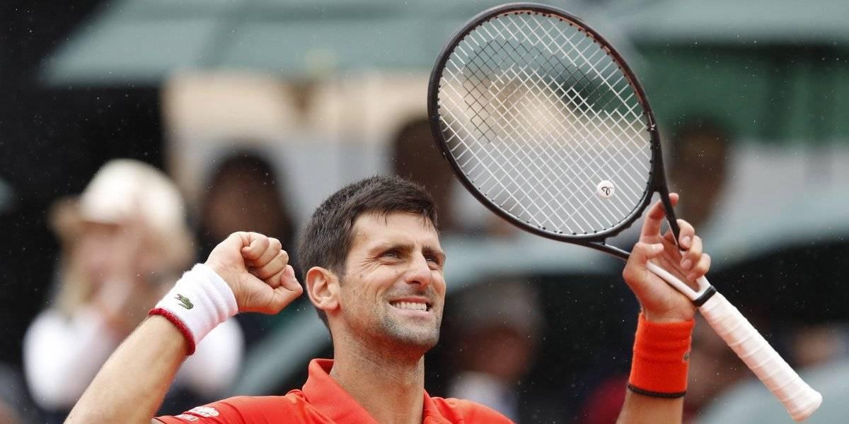 Novak Djokovic avanza con paso firme en Roland Garros