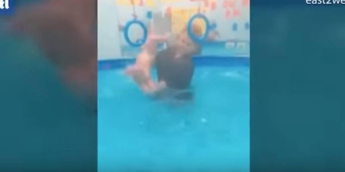 (Video) Mujer maltrata a bebé al que supuestamente le hace terapia de agua