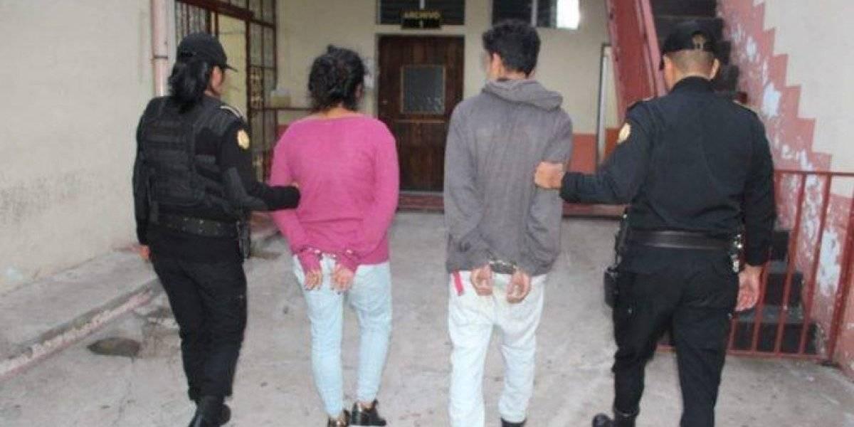 Detenidos cuando trasladaban un fusil oculto en una caja de regalo