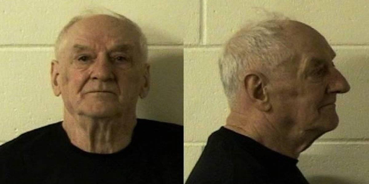 A los 82 años nunca pensó que lo descubrirían: cayó en una trampa de la policía y ahora enfrenta a la justicia por un doble asesinato y una violación 4 décadas después
