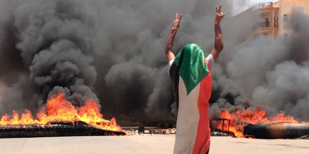 Ejército de Sudán ataca a manifestantes y deja 30 muertos